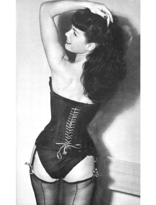 07a8b930e220e9a9345829ba59942863--black-corset-vintage-lingerie