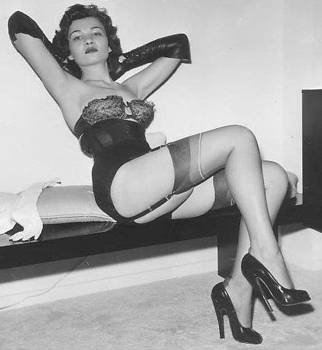 53d58969efbec3b442173e8166f92f15--vintage-girdle-vintage-lingerie